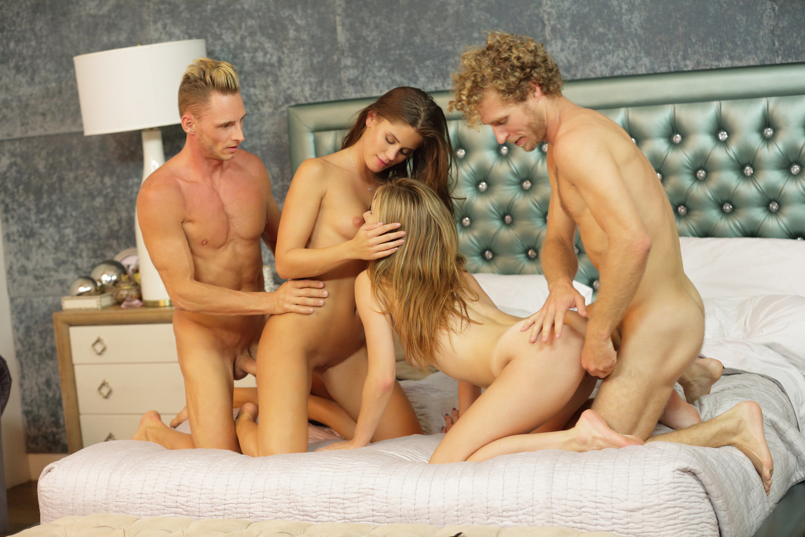 съемки смотреть порно в четвером три женщины и парень член