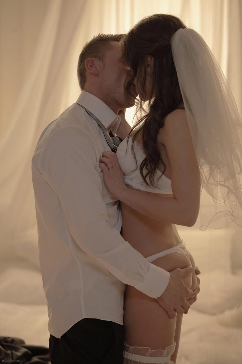 eroticheskiy-film-svadba